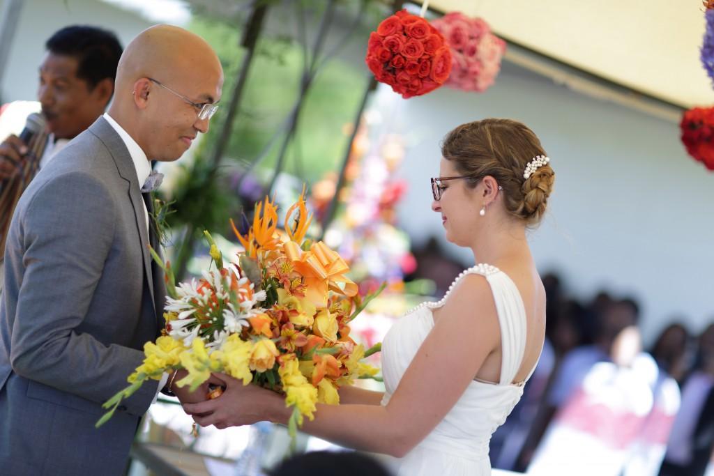 chercher la bague dans un bouquet