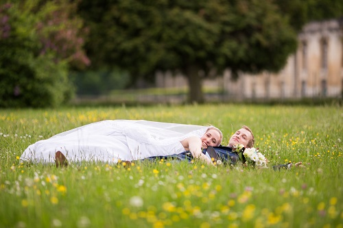 Nos photos de couple dans la prairie // Photo : Edouard Gasche