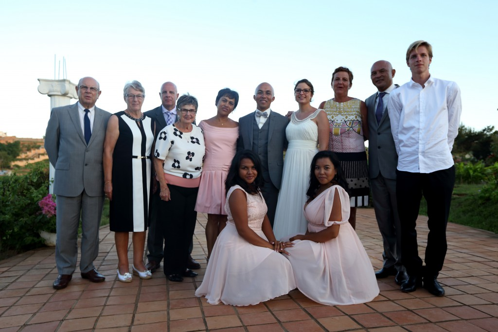Nos photos de groupe lors du mariage traditionnel malgache // Photo : Ymagoo