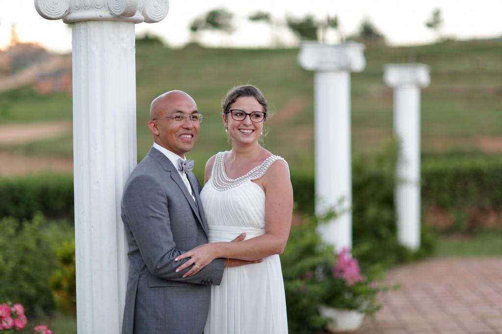 Nos photos de couple lors du mariage traditionnel malgache // Photo : Ymagoo