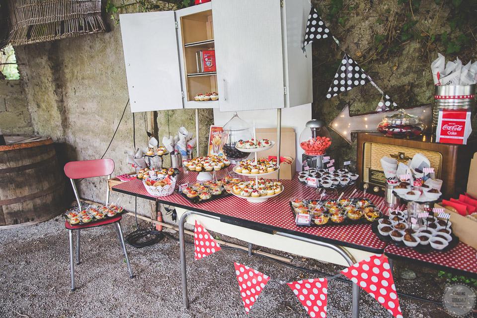 La décoration des extérieurs le jour J avec le candy bar // Photo : Caroline Bouchez