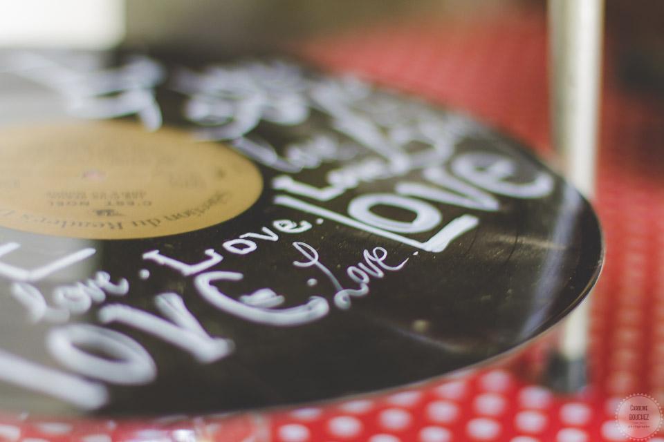 La décoration des extérieurs le jour J avec les vinyls customisés // Photo : Caroline Bouchez