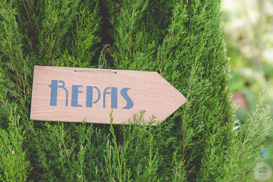 La décoration des extérieurs le jour J avec les pancartes directionnelles // Photo : Caroline Bouchez