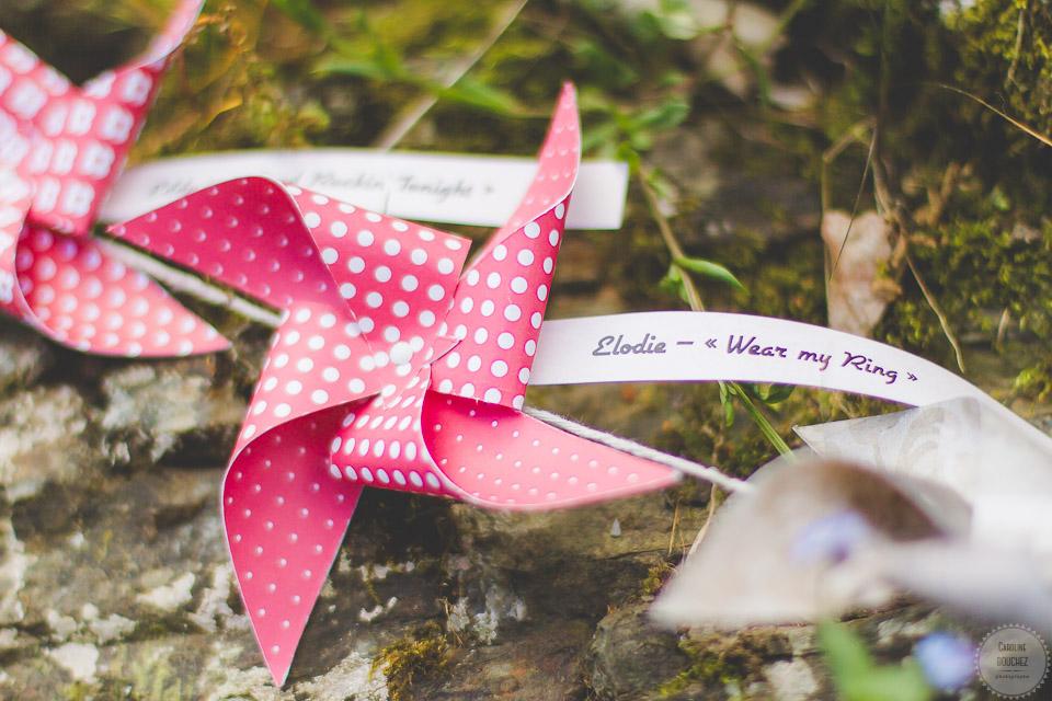 Aperçu de mes DIY réalisés pour le mariage : les moulins à vent, en rouge et blanc à pois // Photo : Caroline Bouchez
