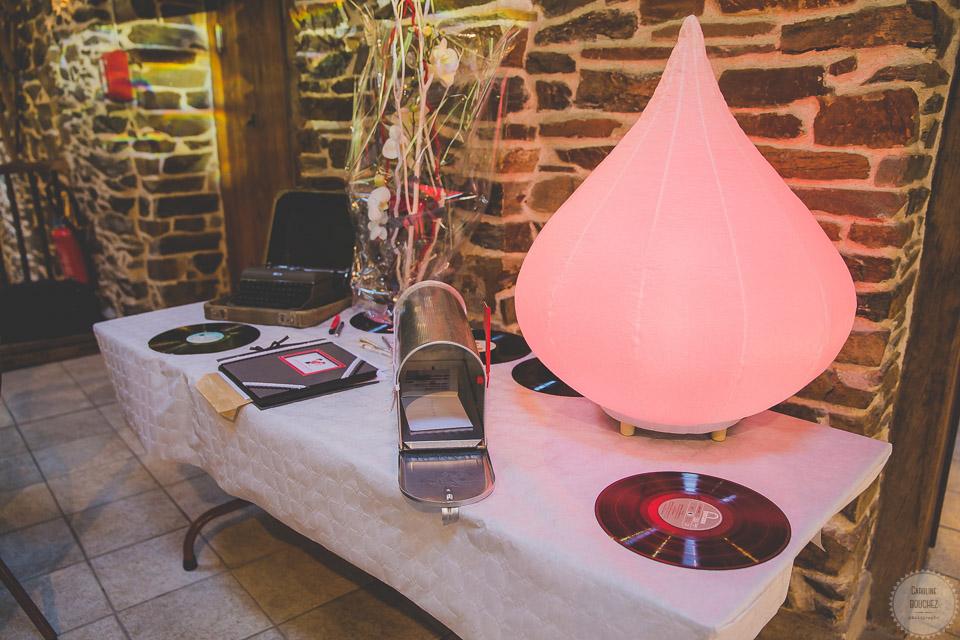 La décoration intérieure le jour J avec le coin urne // Photo : Caroline Bouchez