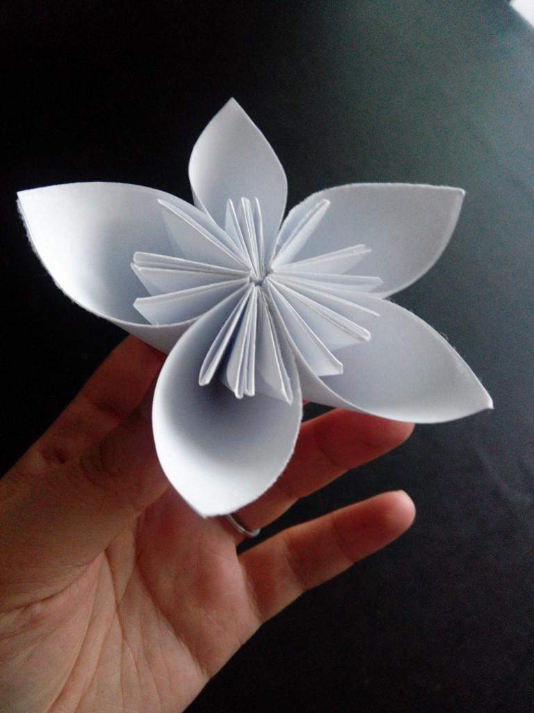 Aperçu de mes DIY réalisés pour le mariage : les fleurs en origami