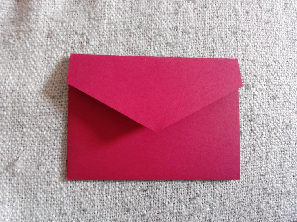 Aperçu de mes DIY réalisés pour le mariage : l'enveloppe rouge des faire-part