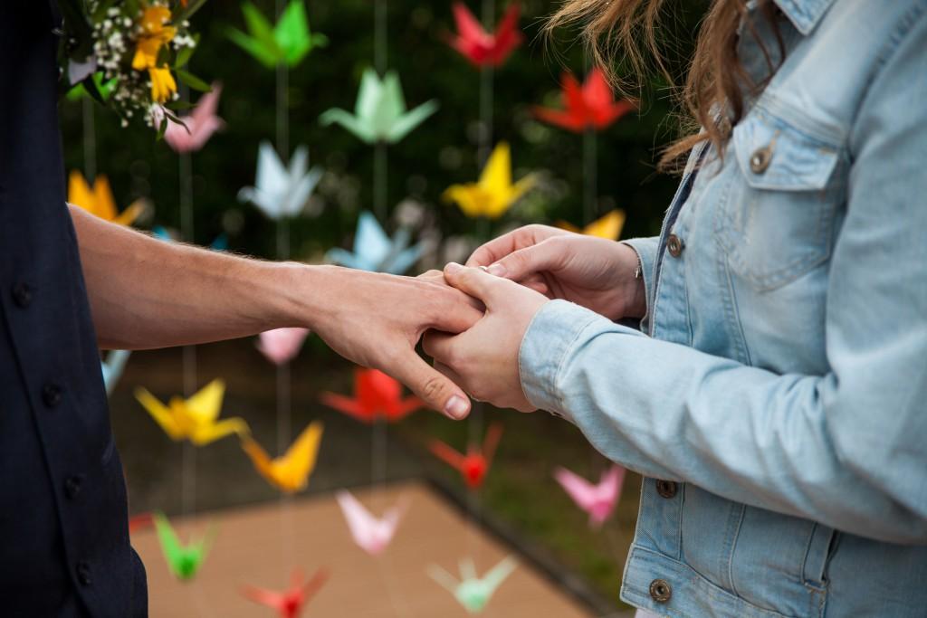 Echange des alliances lors de notre cérémonie laïque // Photo : Julia Lorber Photography