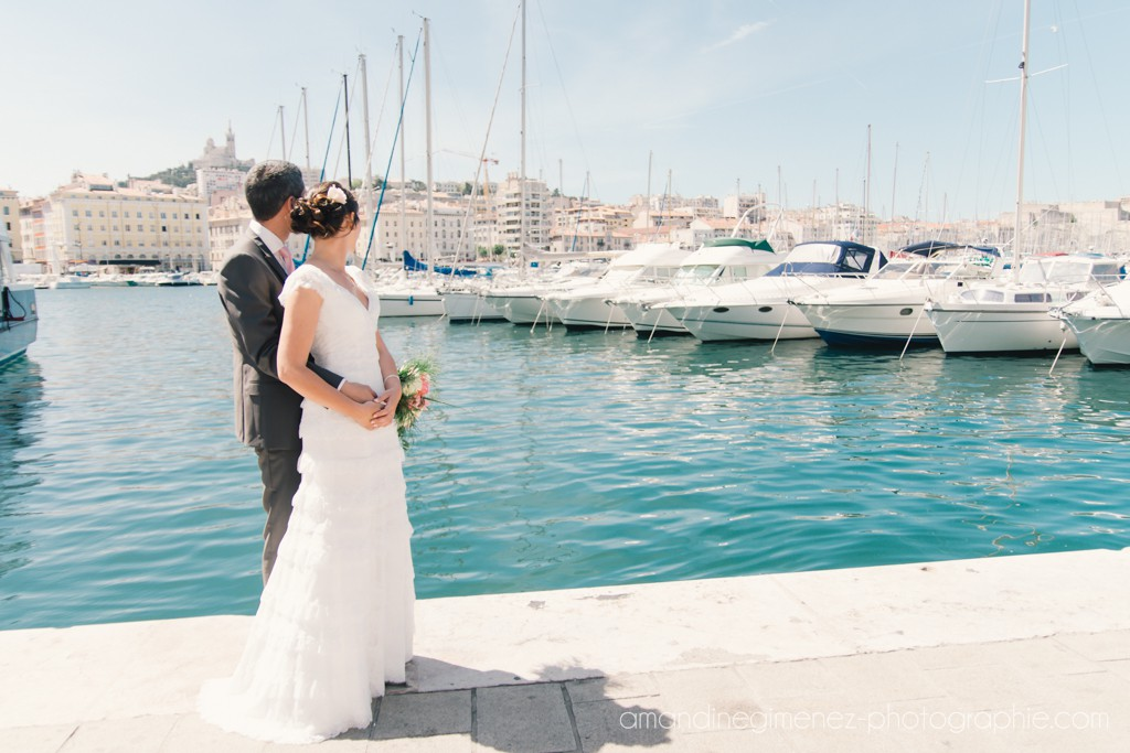Nos photos de couple sur le Vieux Port à Marseille // Photo : Amandine Gimenez