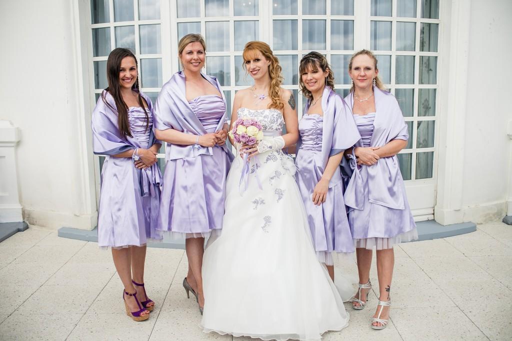 Mon mariage franco-américain en lilas et blanc : avec mes demoiselles d'honneur // Photo : Sarah Dawson