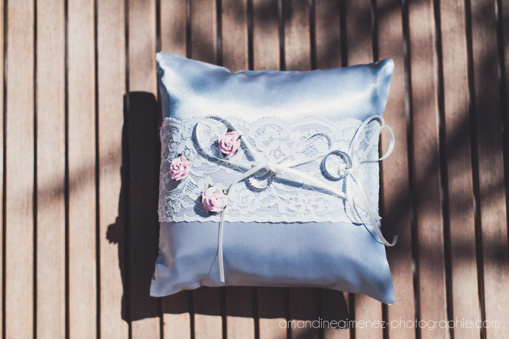 Alliances et coussin // Photo : Amandine Gimenez