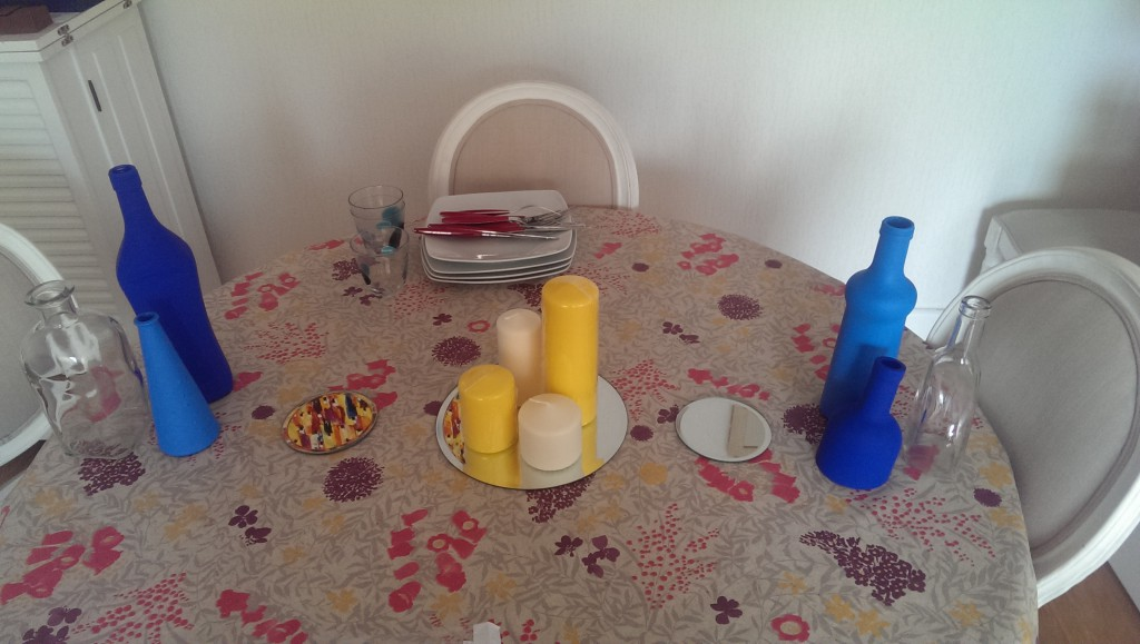 Déco de table DIY pour mon mariage en jaune et bleu