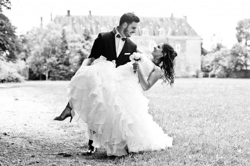 Le mariage d'Émilie avec une cérémonie laïque, beaucoup d'amis et des surprises en pagaille (12)