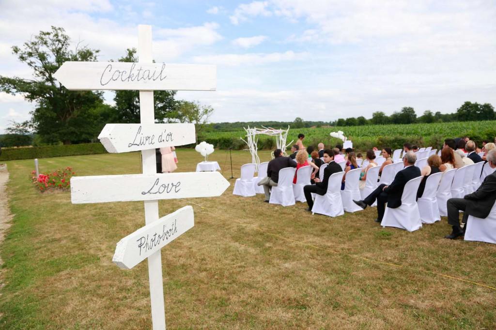 Le mariage d'Émilie avec une cérémonie laïque, beaucoup d'amis et des surprises en pagaille (19)