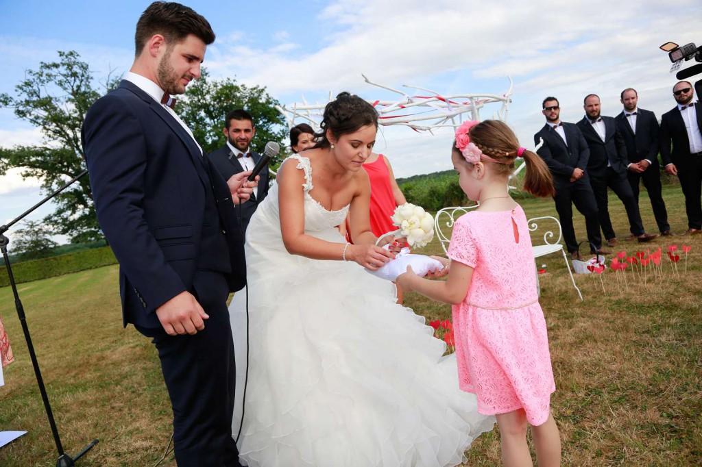 Le mariage d'Émilie avec une cérémonie laïque, beaucoup d'amis et des surprises en pagaille (22)