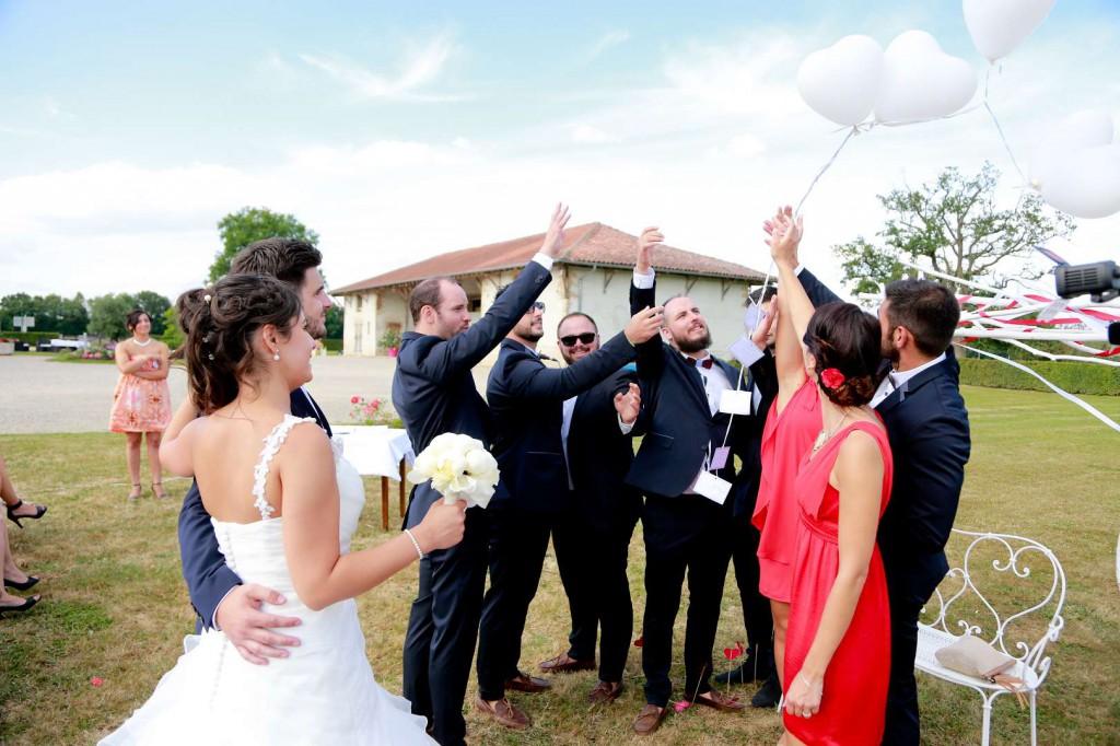 Le mariage d'Émilie avec une cérémonie laïque, beaucoup d'amis et des surprises en pagaille (23)