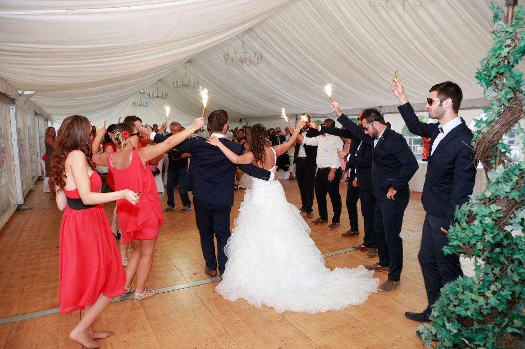 Le mariage d'Émilie avec une cérémonie laïque, beaucoup d'amis et des surprises en pagaille (28)