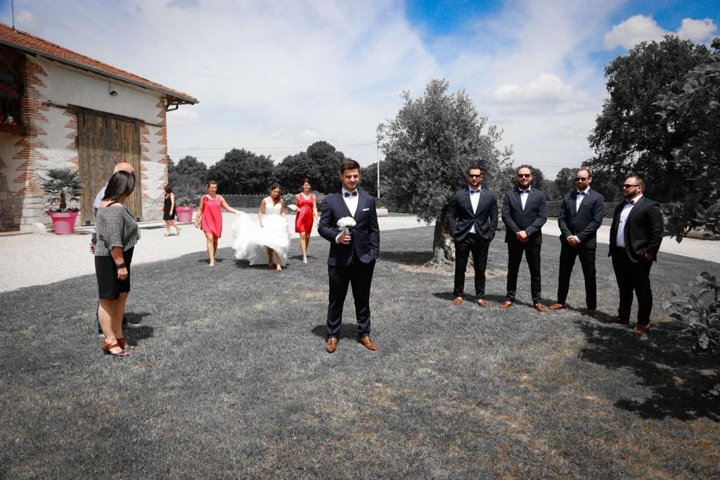 Le mariage d'Émilie avec une cérémonie laïque, beaucoup d'amis et des surprises en pagaille (5)