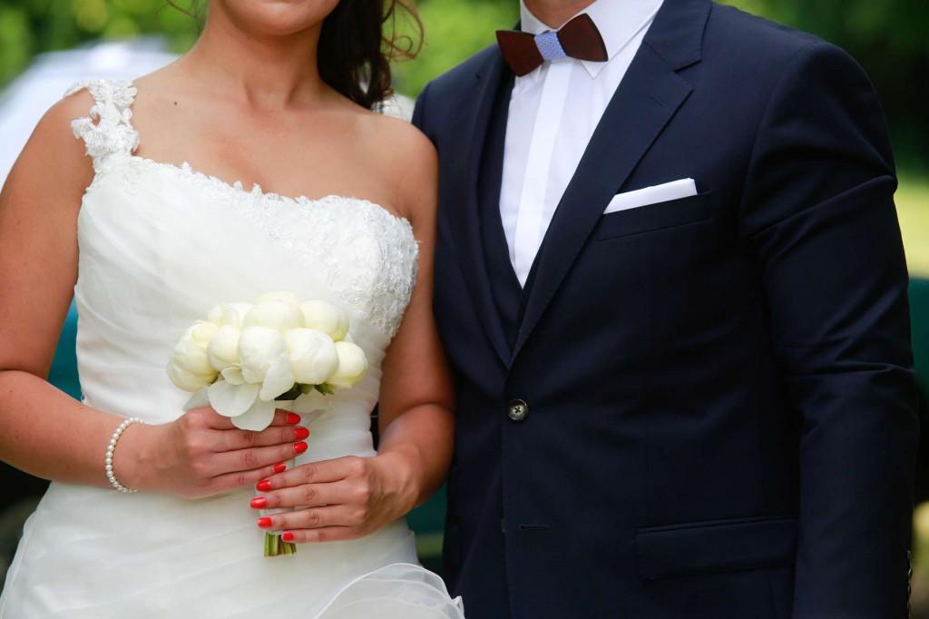 Le mariage d'Émilie avec une cérémonie laïque, beaucoup d'amis et des surprises en pagaille (8)