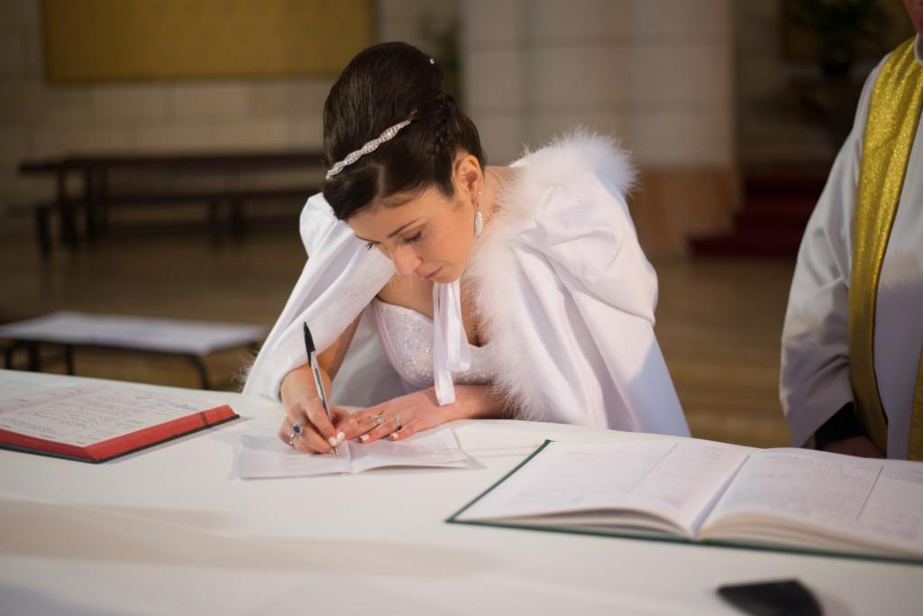 Déroulé de notre cérémonie religieuse : signature des registres // Photo : Basile Crespin pour OccitanMultimédia