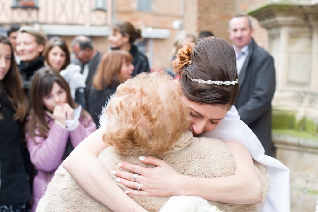 Déroulé de notre cérémonie religieuse : la sortie de l'église // Photo : Basile Crespin pour OccitanMultimédia