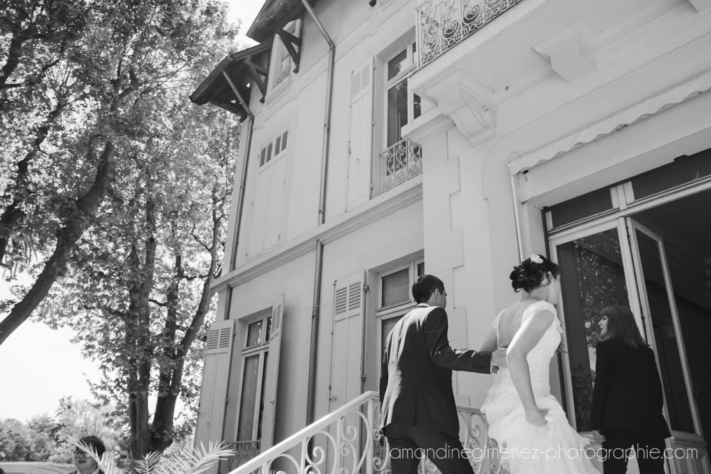 Arrivée des mariés pour la cérémonie civile // Photo : Amandine Gimenez