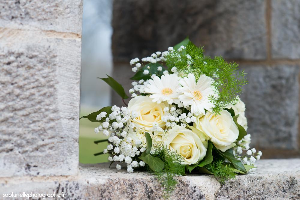 Mon bouquet en blanc et vert pour le mariage civil // Photo : Sonia Blanc