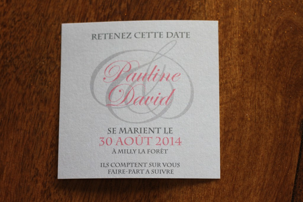 Nos save-the-date en rose pâle, argent et blanc