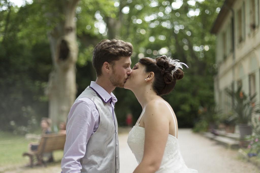 Le mariage coloré et bucolique de Caroline en Provence - photos  Morgane Ruiz et Benjamin Genet (22)