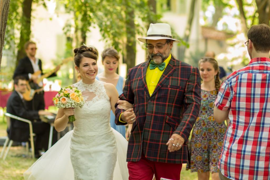 Le mariage coloré et bucolique de Caroline en Provence - photos  Morgane Ruiz et Benjamin Genet (3)