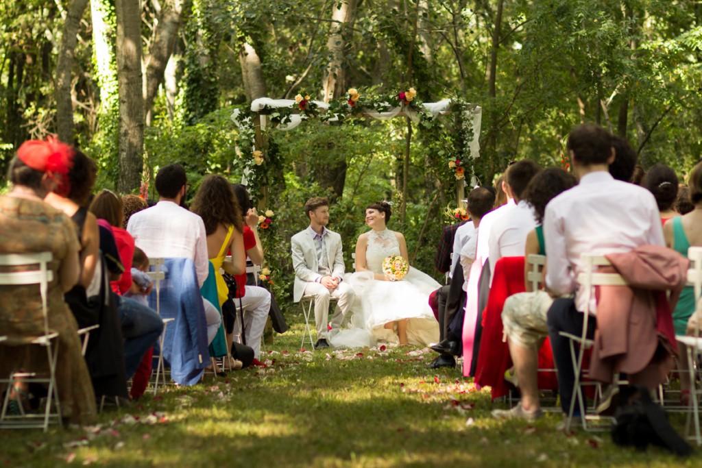 Le mariage coloré et bucolique de Caroline en Provence - photos  Morgane Ruiz et Benjamin Genet (6)