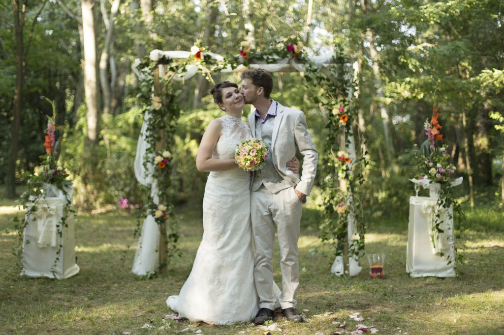 Le mariage coloré et bucolique de Caroline en Provence - photos  Morgane Ruiz et Benjamin Genet (7)