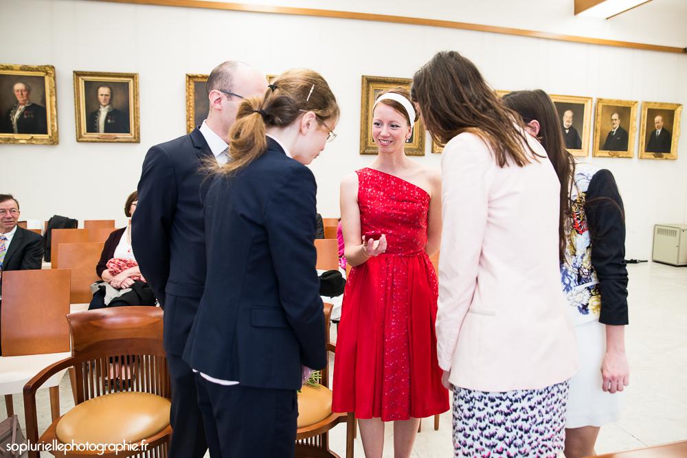 Déroulé de la cérémonie civile : remise des cadeaux à nos témoins // Photo : Sonia Blanc
