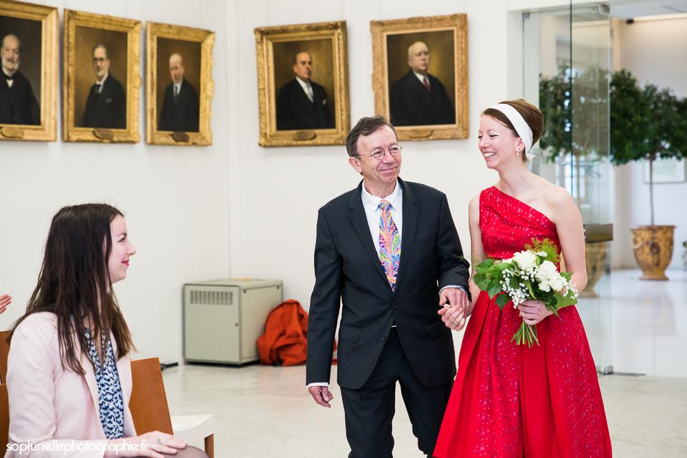 Déroulé de la cérémonie civile : arrivée de la mariée // Photo : Sonia Blanc