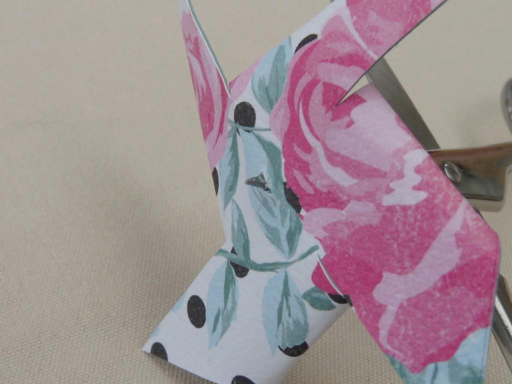 DIY : des moulins à vent en papier