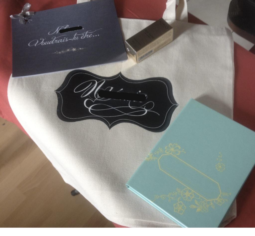 Un tote bag personnalisé pour l'annonce du mariage à mes amies