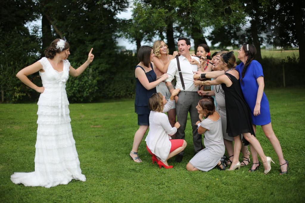 Le mariage de Mme Rétro avec un dress code headband et moustaches (13)