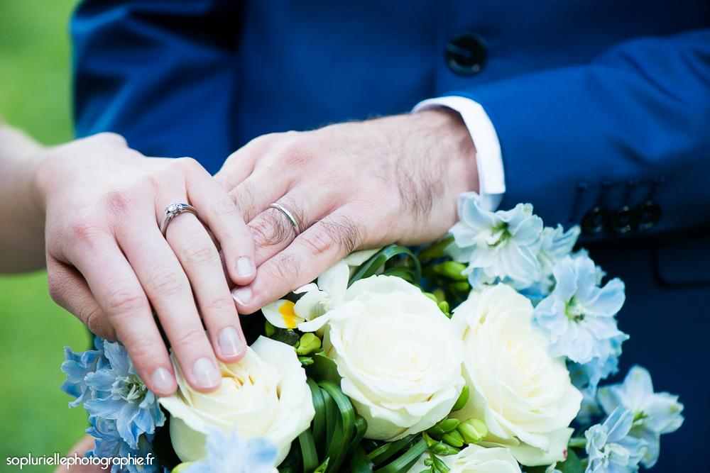 Le bouquet de mon mariage et nos alliances // Photo : Sonia Blanc