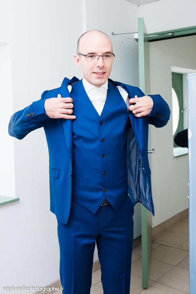costume trois pièces bleu canard