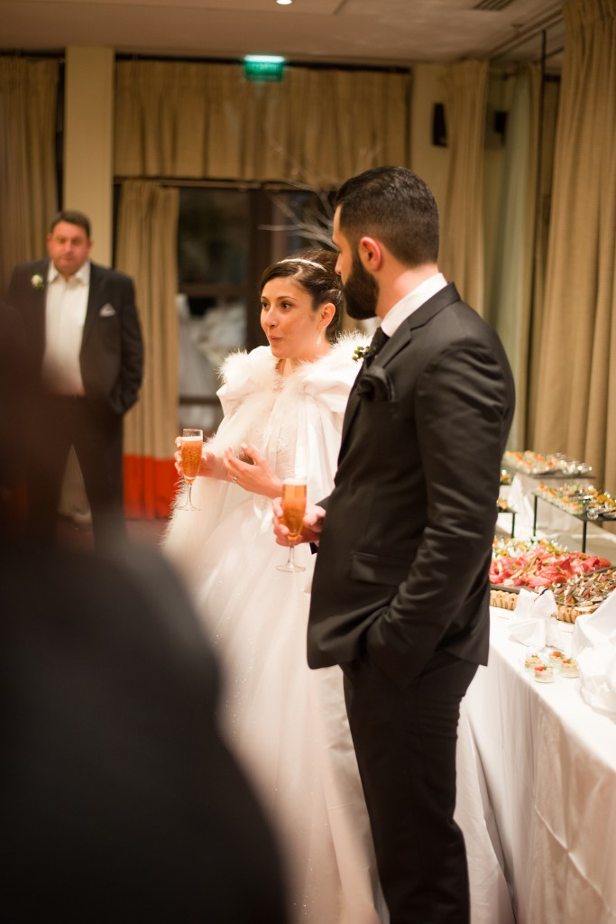 Cocktail et discours lors du mariage // Photo : Basile Crespin