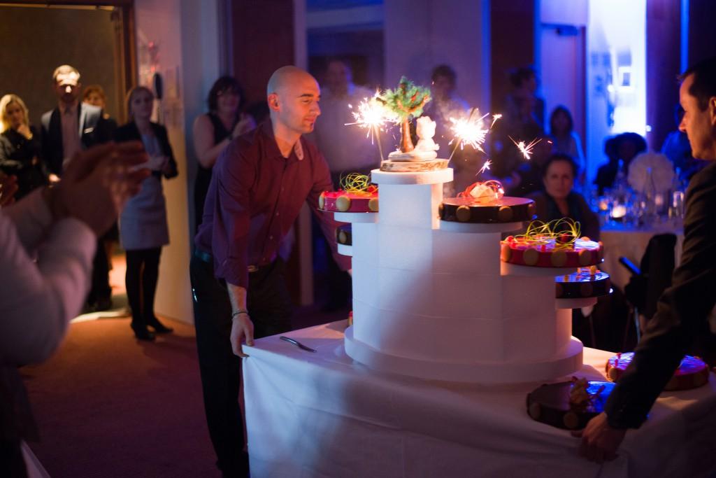 Le déroulé de la soirée : l'arrivée du gâteau // Photo : Basile Crespin
