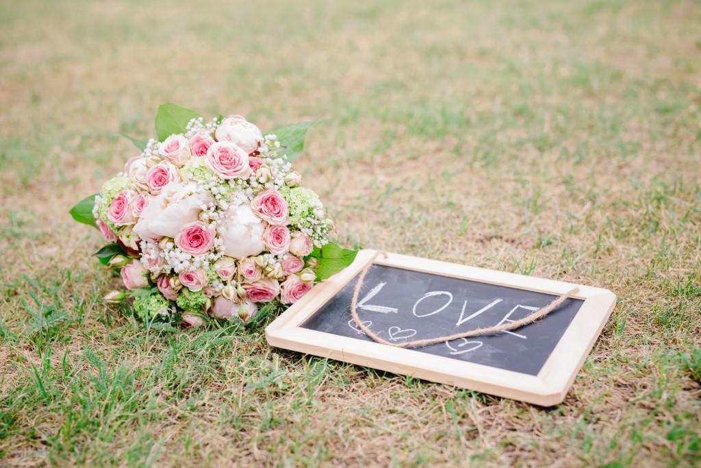 Le mariage en rose et champêtre d'Hélène dans un joli corps de ferme en Picardie - Photo Jérôme Lartisien (16)