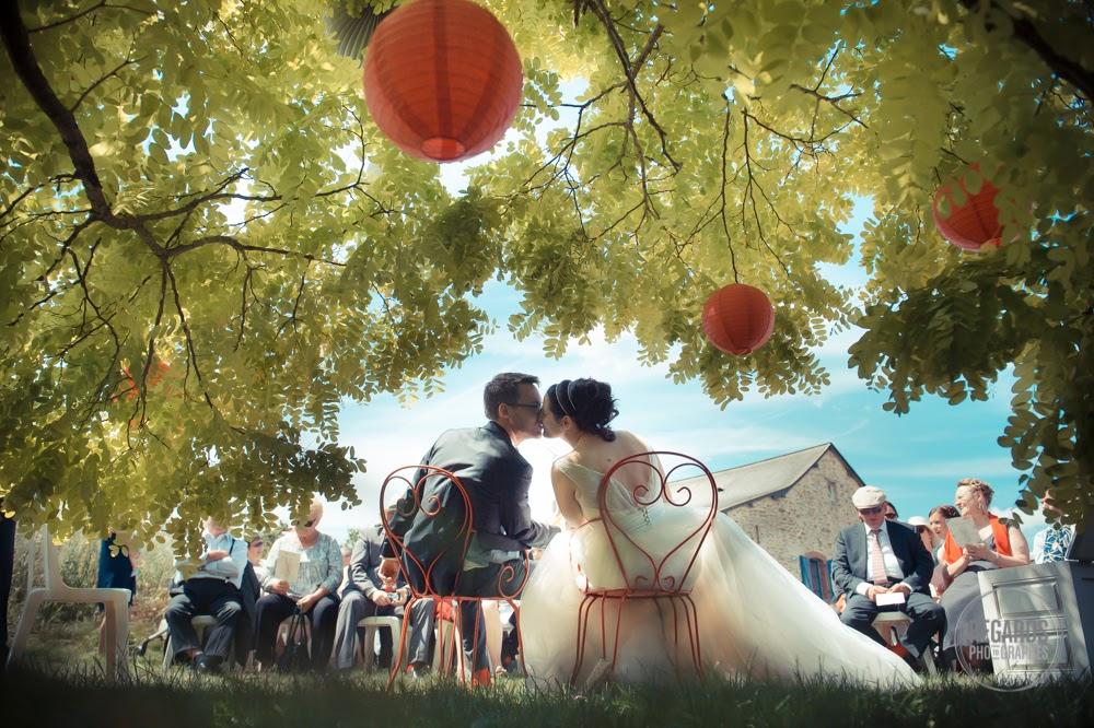 mariés cérémonie laïque extérieure