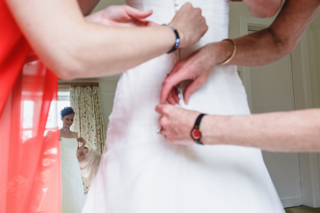 Derniers préparatifs de la mariée le jour J ! // Photo : Twane Photographe