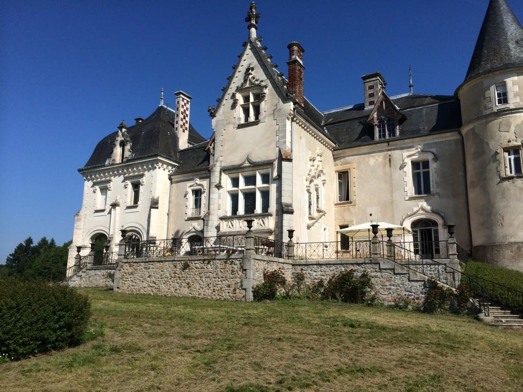 La décoration de la salle avant le jour J au Château Rocher