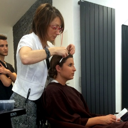 Mise en beauté avec maquillage et coiffure le jour J
