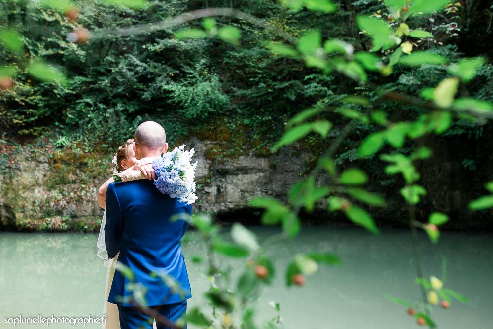 Mon mariage en bleu sur fond vert : les photos de couple // Photo : Sonia Blanc