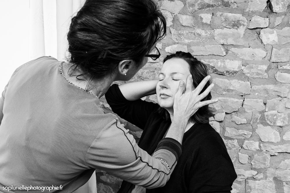 La mise en beauté des proches de la mariée - Photo Sonia Blanc
