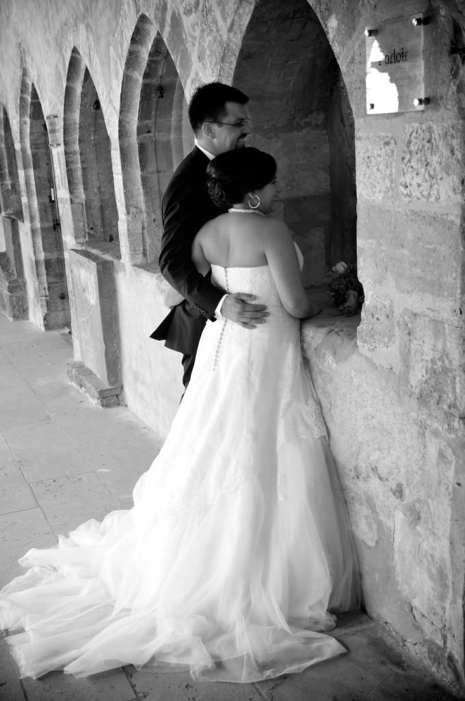 Nos photos de couple au Prieuré de Salles-Arbuissonnas-en-Beaujolais // Photo : Mikael Plot