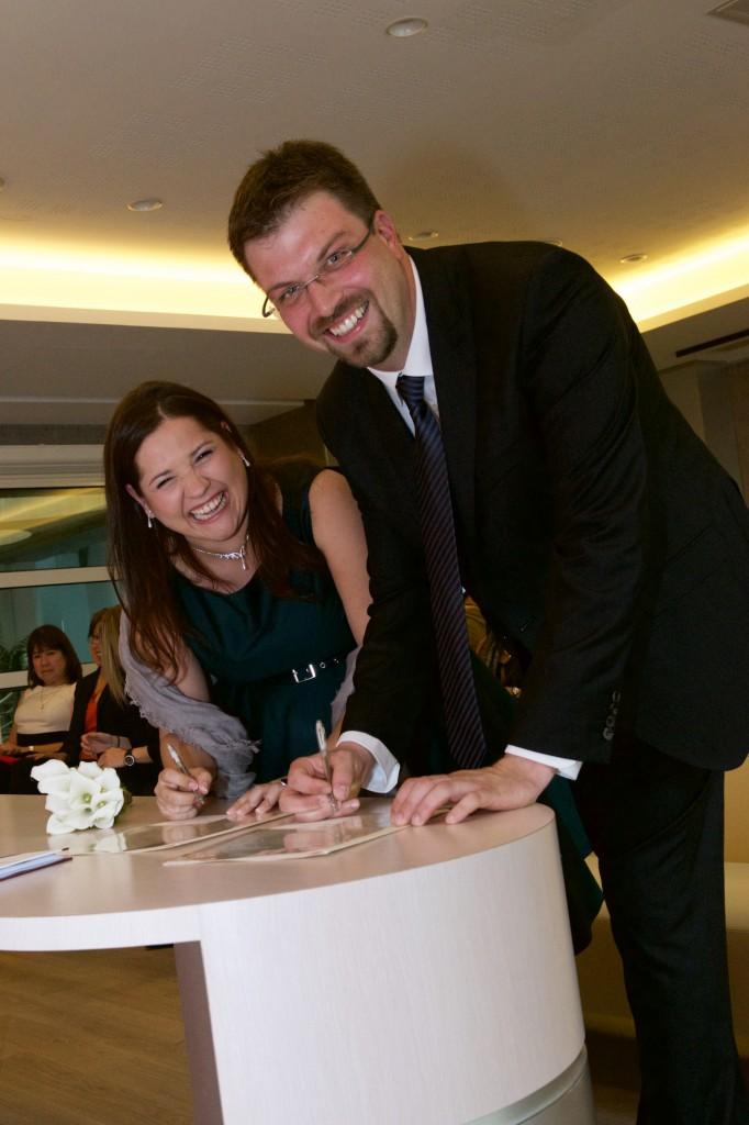 Signature des registres à la mairie // Photo : Mikaël Plot